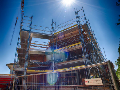 Echafaudages pour les travaux de construction d'une villa à Muntelier-Morat