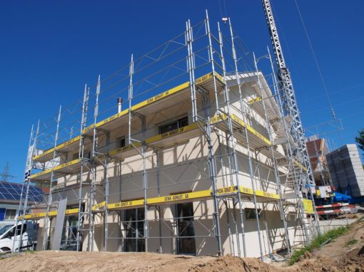 Echafaudages pour la construction d'un villa à Galmiz