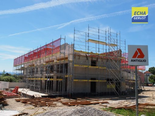 """Gerüstaufbau für einen Neubau in Sugiez gegenüber der Bäckerei """"Guillaume"""""""